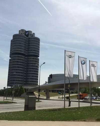 宝马公司总部--参观宝马汽车全自动生产线